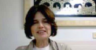 רחל הבר מרצה לנשות אמונה בפתח תקוה